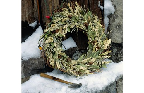 When making your wreath, try and make sure that all the leaves and twigs