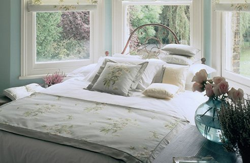 2 Sanderson Floral Garden Country Style Bedroom Design & Style Ideas