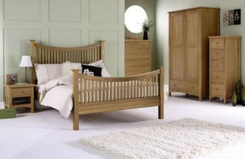 Bedroom Furniture Ideas on Wooden Furniture In A Light Finish     Swap It For Darker Furniture