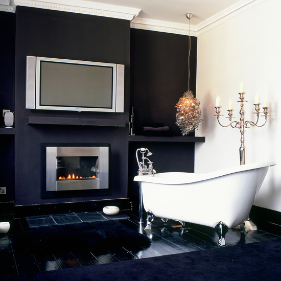 Simple Black and White Bathroom Design