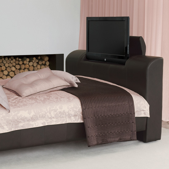 6 10 ways to disguise your tv tv bed 10 Ways to disguise your TV