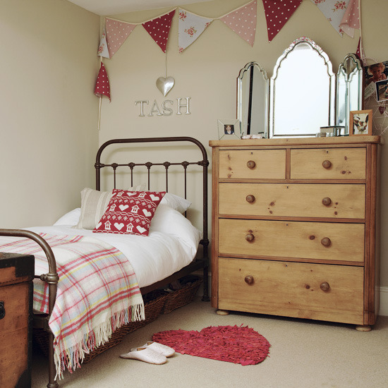 Top Little Girl Bedroom Ideas for Small Rooms 550 x 550 · 109 kB · jpeg