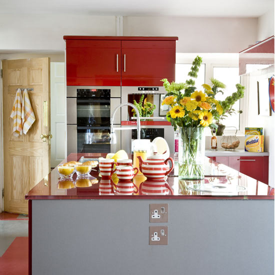 1 red modern kitchen ideas red gloss kitchen Red Modern Kitchen Ideas