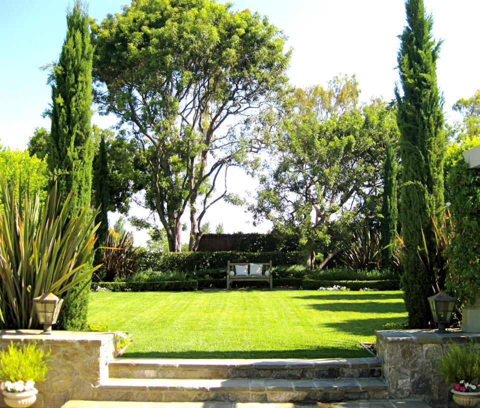 9 landscape design ideas Traditional transition to the Lawn area Landscape Design Ideas