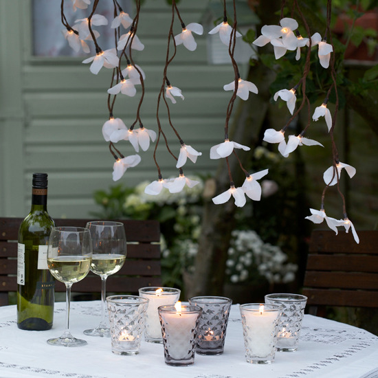 10 10 looks for outdoor lighting Trailing blooms 10 looks for outdoor lighting