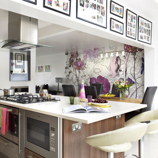 4 Glamorous kitchen Use wallpaper Add glamour to your kitchen