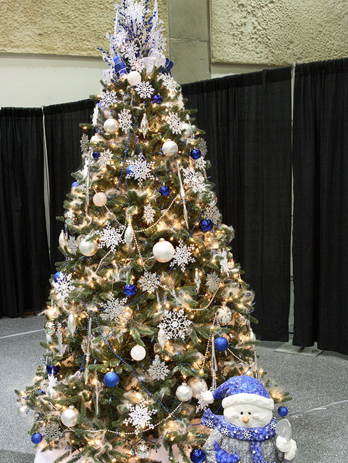 Top 10 fresh ideas for christmas tree decorating - Blue and white christmas decor ...