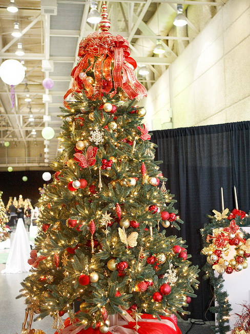 2 fresh ideas for christmas tree decorating red - Red And Gold Christmas Decoration Ideas