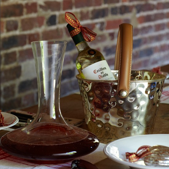 6 country style christmas table ideas Wine bucket Country style Christmas table ideas