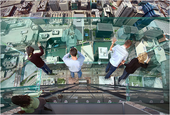 1 glass balcony skydeck chicago Glass Balcony   Skydeck Chicago