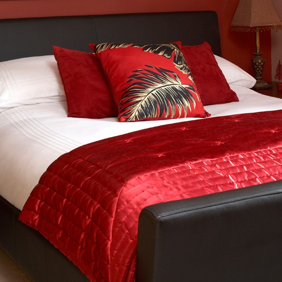 love fashion a peek on the latest bedsheets by