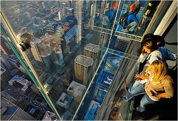 3 glass balcony skydeck chicago Glass Balcony   Skydeck Chicago