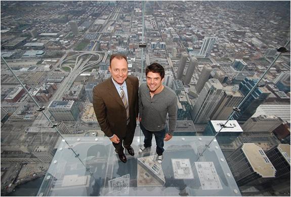 4 glass balcony skydeck chicago Glass Balcony   Skydeck Chicago