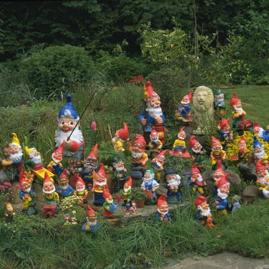 9-unusual-and-wonderful-gardens-Gnome-takeover | Home Interior ...