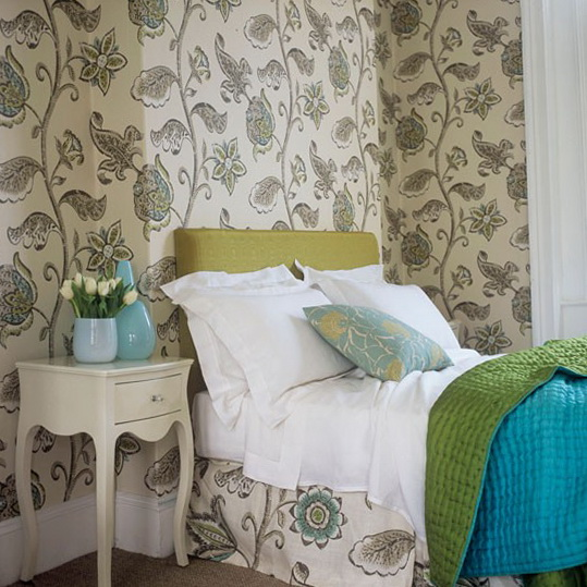 4 bedroom ideas wallpapers Choose large scale pattern Bedroom Ideas   Wallpapers