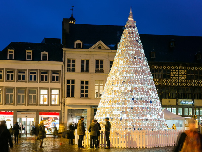 1 porcelain christmas tree in belgium Porcelain Christmas Tree in Belgium