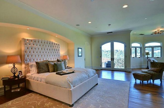Kim Kardashian and Kanye West bedroom 7 Bedrooms of the Rich and Famous