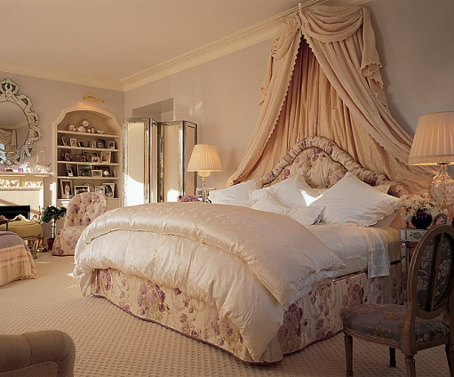 Mariah Carey bedroom 7 Bedrooms of the Rich and Famous