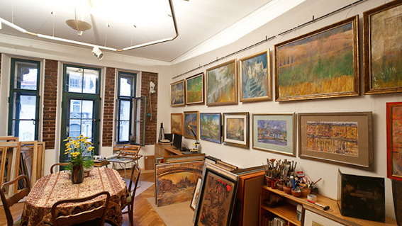 Original St Petersburg Apartment With An Artists Studio Morocco