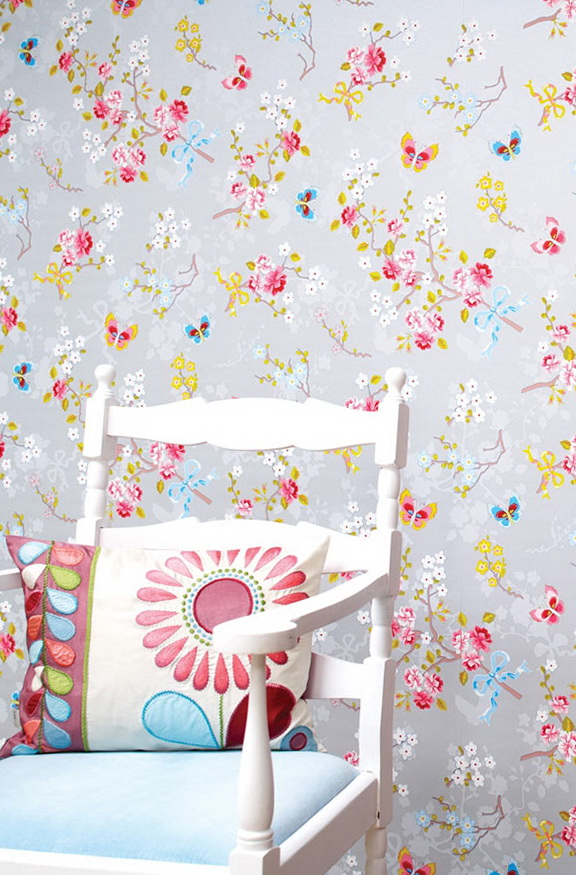 Applying 16 Bright Kitchen Paint Colors: The Bright Wallpaper With Big Flowers In Interior