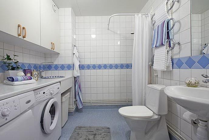 11-white tiles in the bathroom