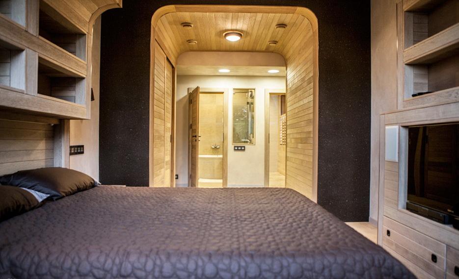 61-bedroom