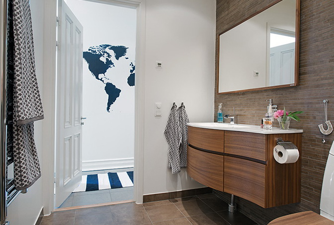 8-shower bathroom with toilet