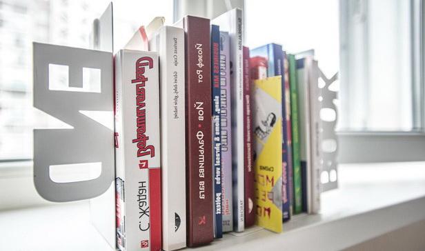 91-book-holder