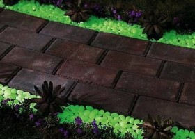 1-glow-in-the-dark-gravel-to-illuminate-any-exterior