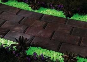 1-glow-in-the-dark-gravel-to-illuminate-any-exterior