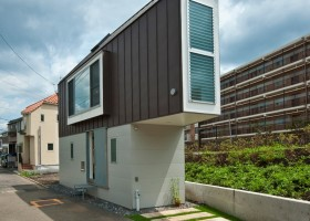1-narrow-house-in-tokyo