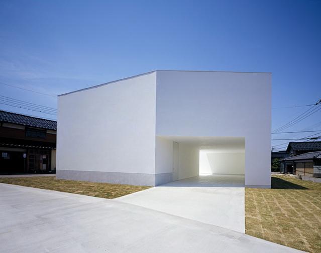 1-white-cave-house-by-takuro-yamamoto-architects