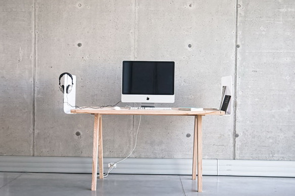 10-table with mac