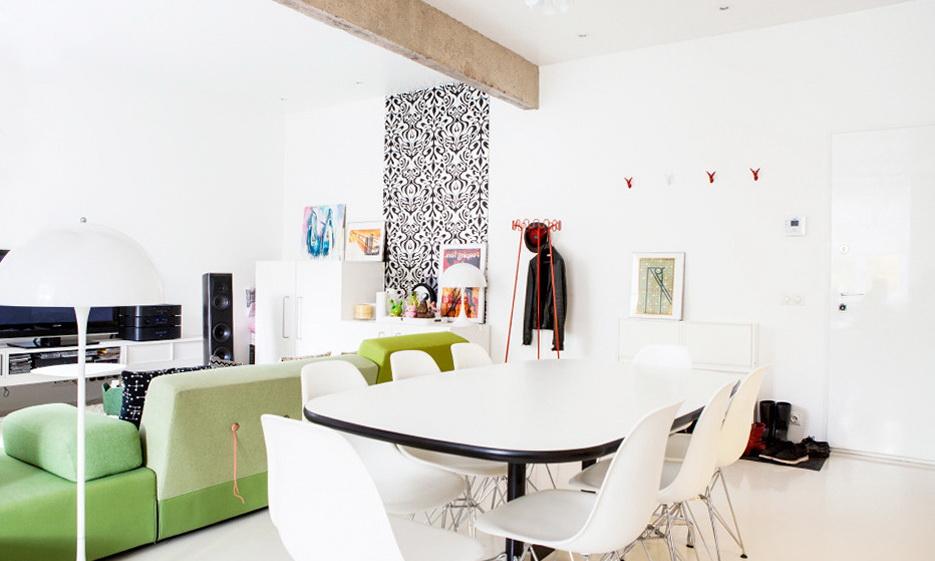 11-room interior