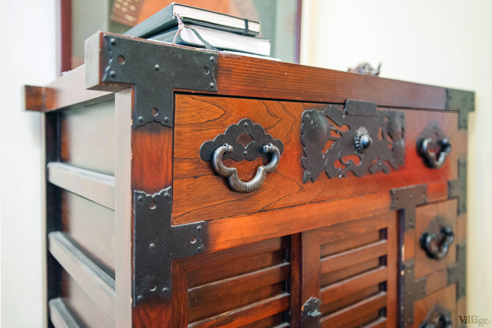 121-chest of drawers is a gift