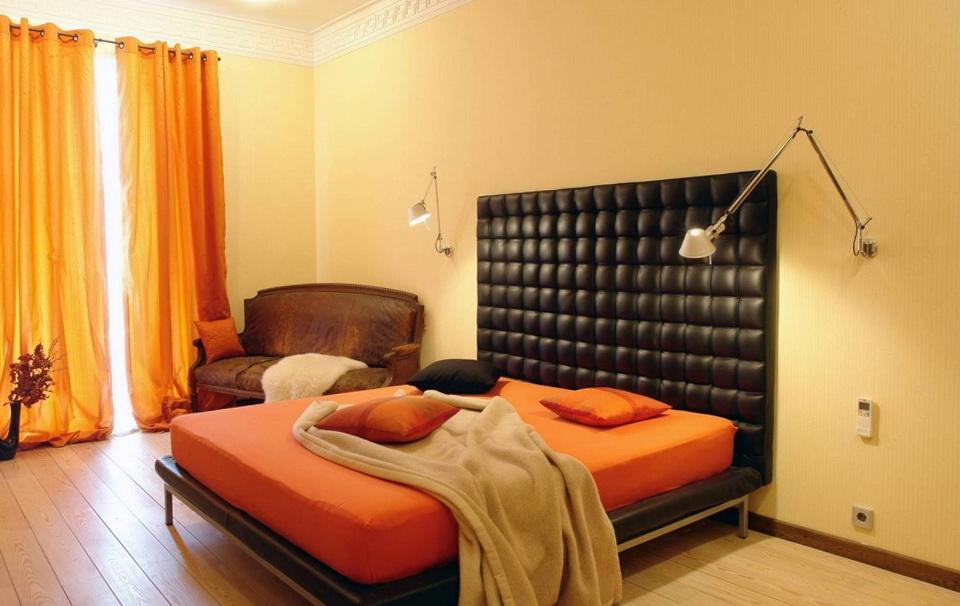 6-black bed
