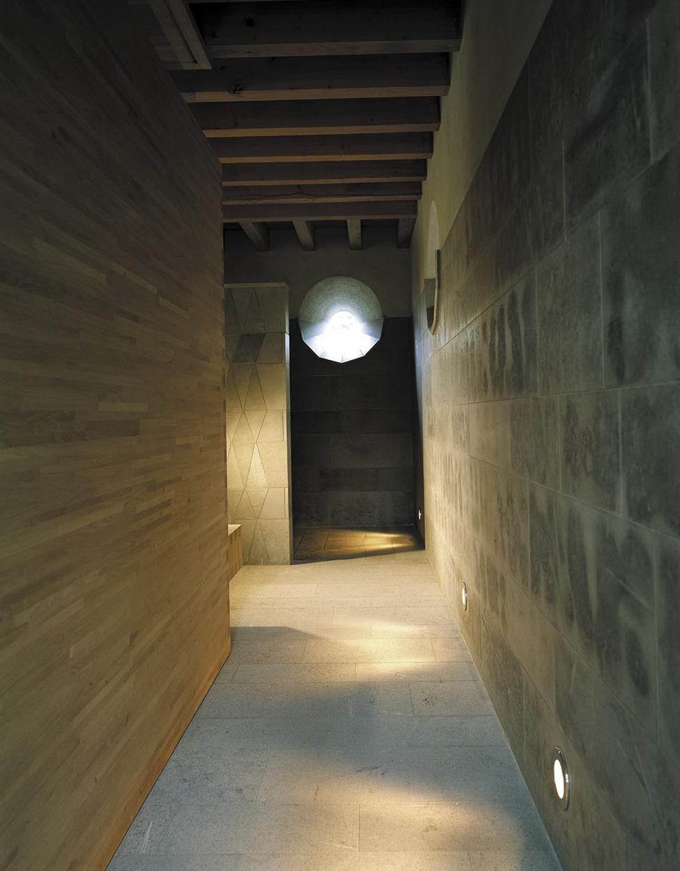 8-strange corridor