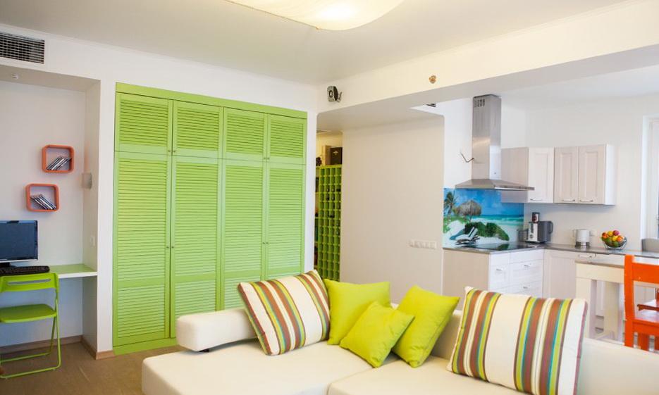 22-bright-room