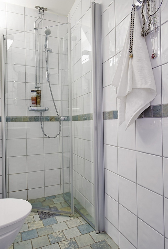 4-shower room