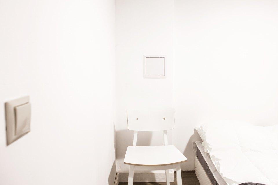 42-white-walls