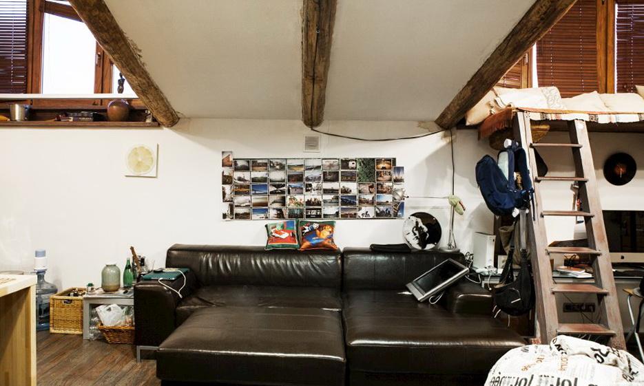 61-black-sofa
