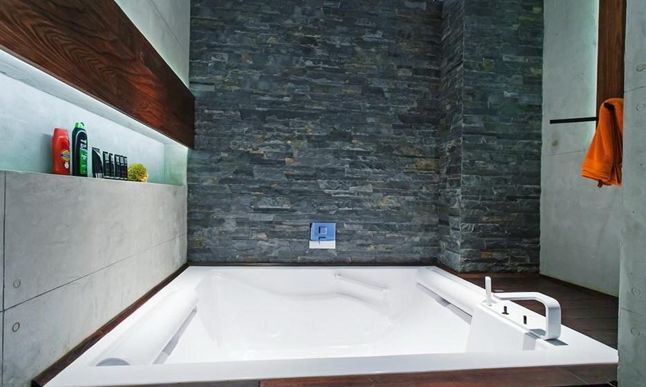 81-bathroom