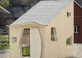 1-small-eco-house-made-​​of-wood