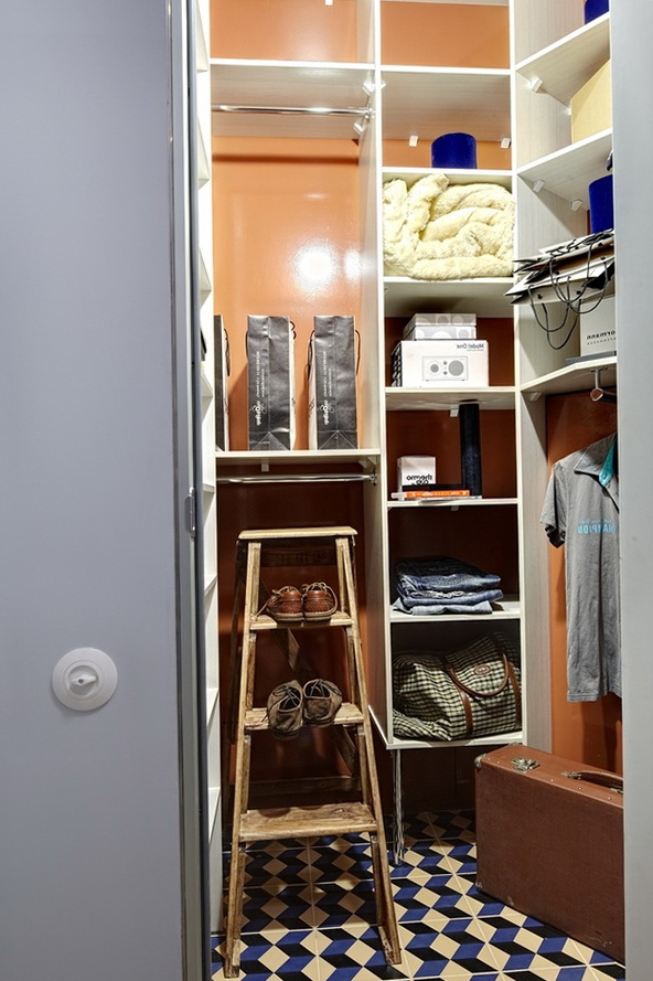 5-Walk-in closet