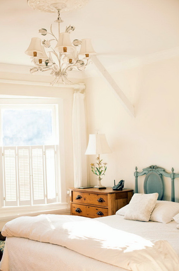 6-bright bedroom