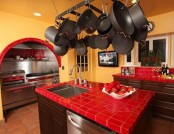 The combination of colors in the kitchen