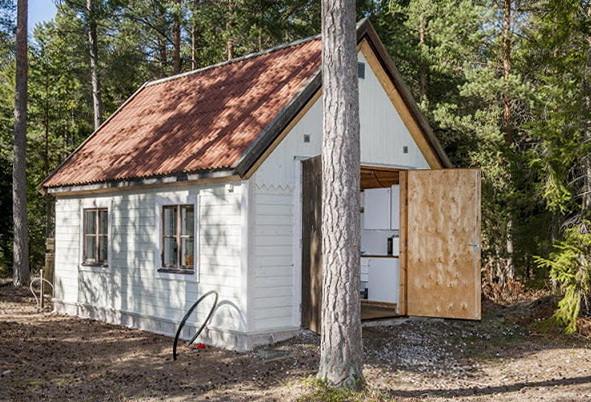 1-small-and-cozy-house-in-the-woods