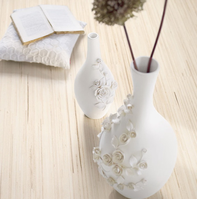 7-Details on white vases