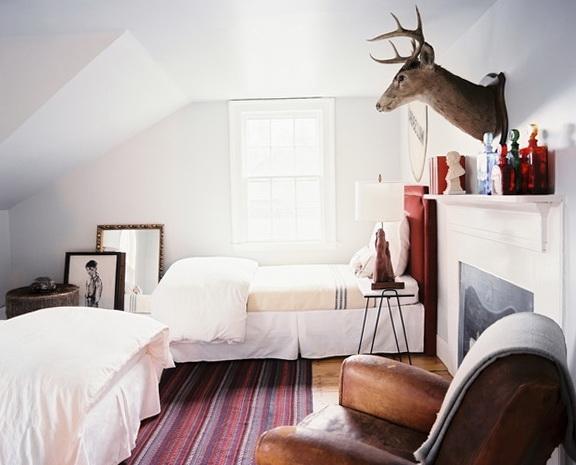 7-bedroom with a deer
