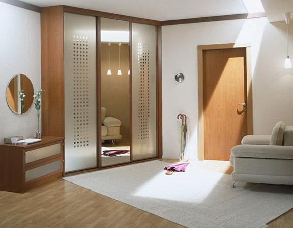 7-spacious hallway